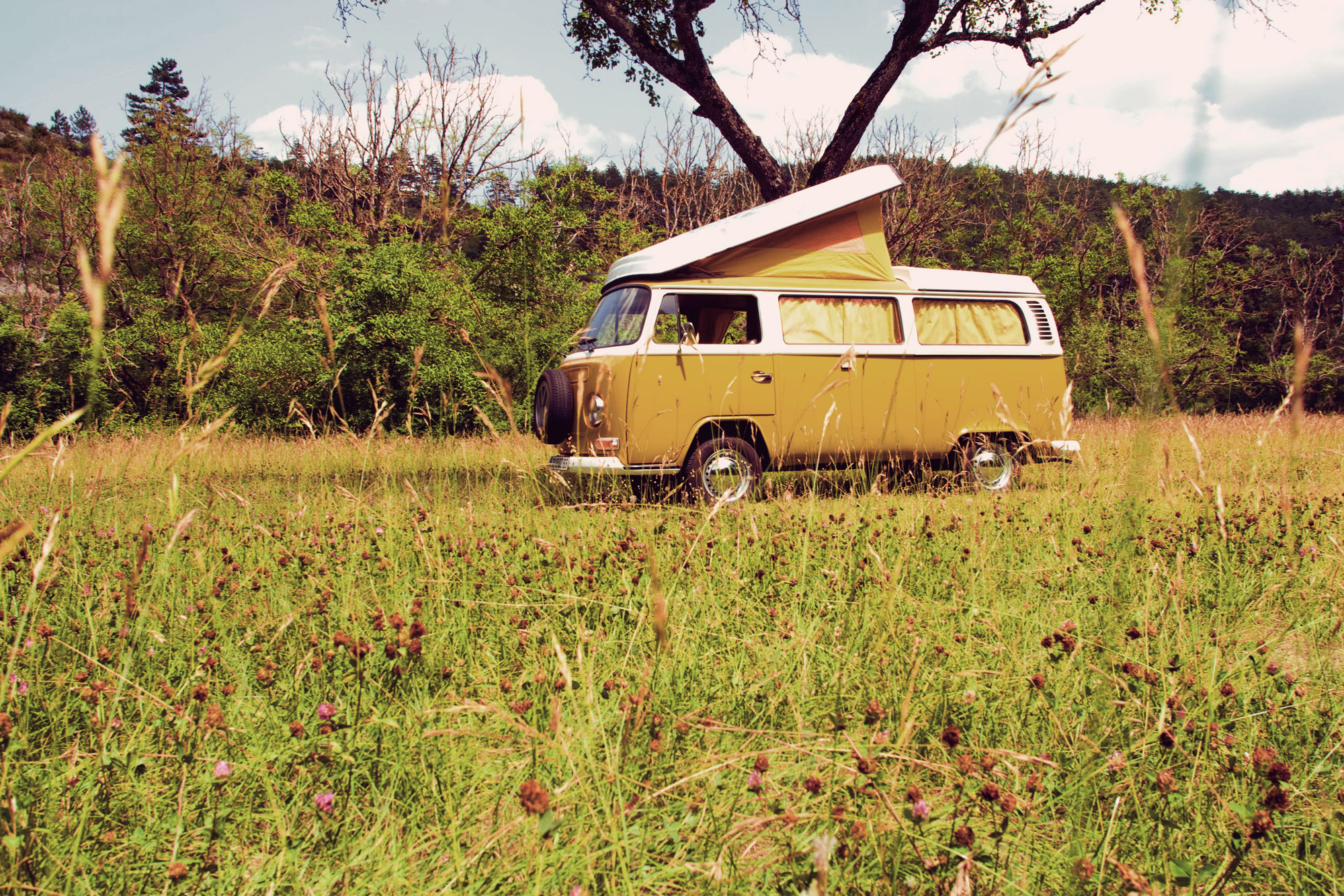 Seventies-Combi_location-rental-VW-30-Claps_Luc-Diois